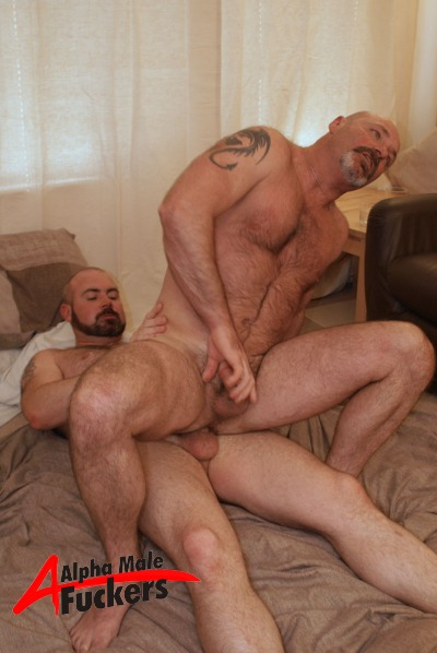 Cocksucking Buffed Hunk Kissing And Caressing