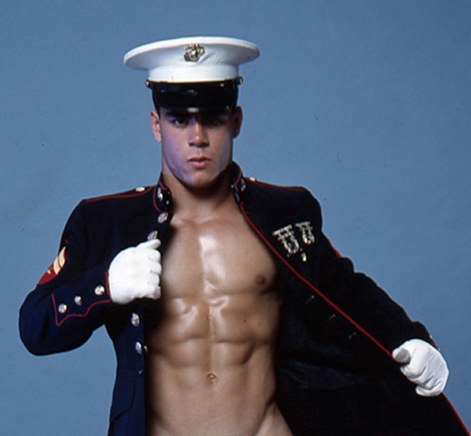 ним фото голых мужчин в форме загибают